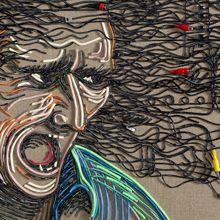 O artista Federico Uribe apresenta a sua nova série, onde usa cabos elétricos a/v. Uribe costuma trabalhar com materiais diferentes.