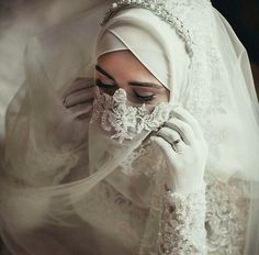 Nine Latest Niqab Designs To Inspire You Muslim Wedding Gown, Hijabi Wedding, Wedding Hijab Styles, Muslimah Wedding Dress, Arab Wedding, Muslim Wedding Dresses, Muslim Brides, Muslim Women, Dress Muslimah