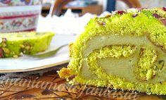 Rotolo di torta paradiso con crema al pistacchio