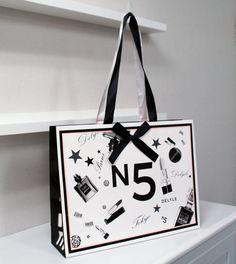 Luxury Packaging, Bag Packaging, Print Packaging, Shopping Bag Design, Paper Shopping Bag, Paper Carrier Bags, Paper Bags, Plastic Bag Design, Paper Bag Design