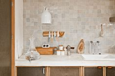 Zellige tiles, the glazed Moroccan tiles with the subtle ripply texture and deep, rich colors, are especially striking in a modern kitchen. White Kitchen Backsplash, Kitchen Tiles, New Kitchen, Kitchen Design, Kitchen Decor, Kitchen Modern, Backsplash Design, Backsplash Ideas, Kitchen Benches