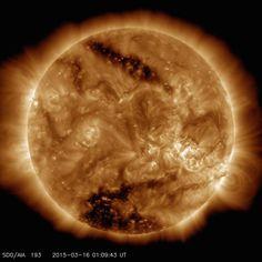 Tra l'eclissi in arrivo il 20 marzo e le nuove immagini rilasciate dalla NASA sui buchi coronali, si sta diffondendo una sorta di psicosi da fine di mondo, soprattutto per merito dei toni allarmistici usati dai massmedia. Ma facciamo un po' di chiarezza. LA NASA ha rilevato che sulla superficie della nostra Stella ci sono […]