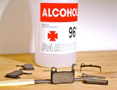 Las pastillas se limpian con alcohol