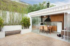 Navegue por fotos de Terraços : Casa de Tamboré. Veja fotos com as melhores ideias e inspirações para criar uma casa perfeita.