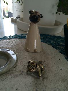 Betongplatta med ingjuten ljushållare & mopsring + keramikmops som en vän gjort till mig