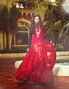 Narghis stuns in this red lace work saree with black blouse. The long chain necklace helps make an even bigger statement.