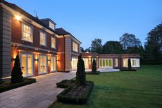 Outside lighting in the back garden of this Neo-classical style Surrey mansion Dream Home Design, House Design, Outside Lighting Ideas, House Plans Uk, Big Homes, Scared Of The Dark, Dream Mansion, Modern Mansion, Luxury Homes Dream Houses