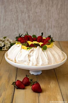 Pavlova, Camembert Cheese, Panna Cotta, Sweet Tooth, Bakery, Food And Drink, Strawberry, Ice Cream, Sweets