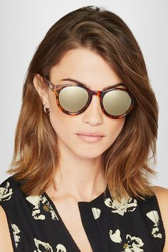 Tortoiseshell acetate Designer color: Syrup Tortoiseshell Come in a protective pouch 100% UV protection