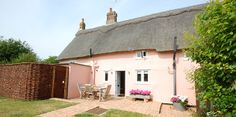 Beautiful thatched self catering holiday cottage in Friston | St Marys Cottage | Best of Suffolk