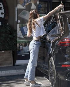 Dakota Johnson looked effortless and casual as she ran errands around Hollywood.She was wearing a pair of the Levi's Wedgie jeans in a clean light blue wash, teaming them with a white baby tee Estilo Dakota Johnson, Dakota Johnson Street Style, Dakota Johnson Hair, Dakota Style, Dakota Mayi Johnson, Trendy Outfits, Summer Outfits, Fashion Outfits, Oufits Casual