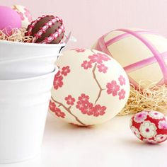 easter: decoupage eggs...