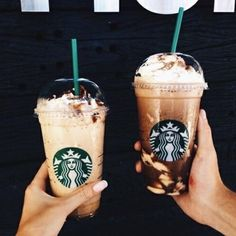 Starbucks dunkins or other? (What) Starbucks dunkins or other? (What) - Fresh Drinks Café Starbucks, Bebidas Do Starbucks, Starbucks Recipes, Starbucks Birthday, Coffee Recipes, Milk Shakes, Hot Coffee, Coffee Drinks, Iced Coffee