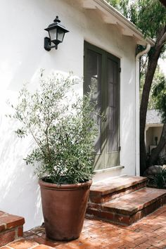 Hollywood Hills Home Once Owned By Zooey Deschanel Mark Ruffalo featured in Architectural Digest Outdoor Spaces, Outdoor Living, Hollywood Hills Homes, Decoration Inspiration, Design Inspiration, Decor Ideas, Brick Patios, Covered Pergola, Zooey Deschanel