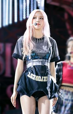 Stage Outfits, Kpop Outfits, Kpop Girl Groups, Kpop Girls, Memes Do Blackpink, Blackpink Twitter, Rose Bonbon, Cute Wallets, Blackpink Photos