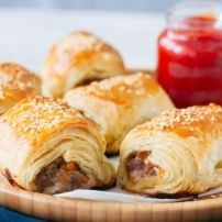 Pack them with your own flavours, these handheld bites are easy to make and even easier to devour! Healthy Chef, Healthy Eating, Healthy Recipes, Tapas, Homemade Sausage Rolls, Sushi, Food Porn, Snacks, Baking