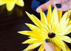 Fleur jaune en papier - Agence Manymany