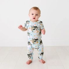 posh peanut jammies Boho Fashion Fall, Tween Fashion, Toddler Fashion, Baby Registry Must Haves, Baby Necessities, Kid Styles, New Baby Products, Diaper Change, Rompers