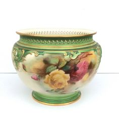 Beautiful Large Antique Royal Worcester Hand Painted Jardiniere.  Shape 295. Dated 1907  Hand painted porcelain w/ roses, gold gilt