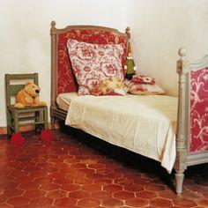 Raviver des tomettes anciennes - Marie Claire Maison