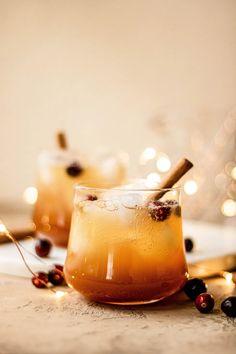 Bourbon Apple Cider, Apple Cider Drink, Apple Cider Cocktail, Prosecco Cocktails, Festive Cocktails, Spiced Cider, Bourbon Cocktails, Cocktail Recipes, Drink Recipes