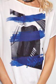 Prática, a t-shirt é a peça ideal para o dia a dia. Ela não sae de moda e dá conta de levantar qualquer look! Cadastre-se e ganhe 10% de desconto. #camiseta #pratododia #lookestiloso #cool #urbana