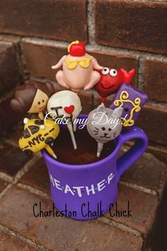 Friends inspired cake pops!!!!    Phoebe's cab, Princess Leia, Thanksgiving turkey, he's her lobster, purple door, smelly cat and I (heart) NY.  #friends #cakepops #cakemyday #charlestonchalkchick #nyc #joey #monica #ross #rachel #phoebe #chandler