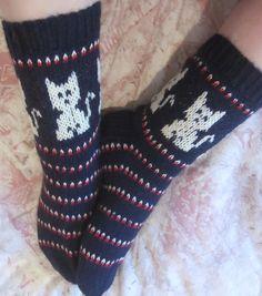 Lankapirtissä Matleena puuhaa käsitöitten parissa ja ihmettelee elämän menoa ja luonnon ihmeellisyyttä. Knitting Socks, Hand Knitting, Fashion, Knit Socks, Moda, Fasion, Trendy Fashion, La Mode