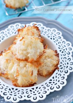 The BEST Coconut Macaroons - Easy and Delicious! - Mom On Timeout - Best Coconut Macaroons EVER! The delicate, sweet flavor of coconut really shines through in these d - Healthy Cookie Recipes, Coconut Recipes, Cake Recipes, Dessert Recipes, Sweet Recipes, Baking Recipes, Fruit Basket Cake Recipe, Honey Bran Muffins, Hanukkah Food