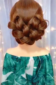 Hairstyles Awesome hair styles for girls.Awesome hair styles for girls. Curly Hair Styles, Natural Hair Styles, Hair Upstyles, Long Hair Video, Hair Videos, Hairstyles Videos, Awesome Hair, Hair Hacks, Braided Hairstyles