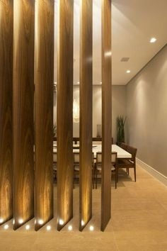 The room divider is a great solution to define a space without the need to build a wall or a wall. The option for hollow partitions has been found in Wood Partition, Living Room Partition Design, Living Room Divider, Room Partition Designs, Interior Architecture, Interior Design, Ceiling Design, Design Case, Living Room Designs