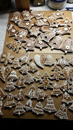 Perníčky. Christmas Lunch, Christmas Gingerbread, Christmas Goodies, Christmas Desserts, Christmas Treats, Christmas Baking, Christmas Time, Honey Cookies, Iced Cookies
