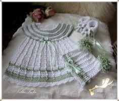 VillaTuta: Virkattu vauvan mekko Tree Skirts, Baby Dress, Crochet Baby, Dresses, Fashion, Vestidos, Moda, Baby Boy Dress, Fashion Styles