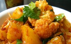 10 Easy Indian Recipes for Beginners - A selection of simple Indian recipes - Spiceitupp - Indian food recipes - Healthy Recipes Easy Gobi Recipes, Easy Indian Recipes, Easy Healthy Recipes, Paleo Recipes, Easy Meals, Ethnic Recipes, Aloo Gobi, Biryani, Vegetarian