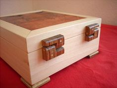 Box with Wooden Hinges Wooden Hinges, Box Hinges, Woodworking Joints, Woodworking Projects, Woodworking Videos, Custom Woodworking, Woodworking Bench, Wooden Box Plans, Wooden Box Designs