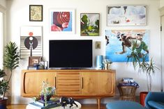 TV Gallery Wall - L. bungalow makeover by Emily Henderson Inspiration Wand, Living Room Inspiration, Interior Inspiration, Bungalow Living Rooms, Living Room Decor, Living Area, Dining Room, Midcentury Sideboard, Midcentury Modern