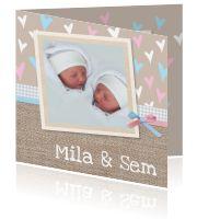 Mooie geboortekaart voor tweeling met hartjes patoron - Creagaat:http://kaartjesparadijs.nl/winkel/mooie-geboortekaart-voor-tweeling-met-hartjes-patoron-creagaat/