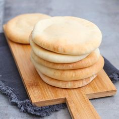 Zelf pitabroodjes maken - Mariëlle in de Keuken Thermomix Bread, Bread Recipes, Cooking Recipes, Quick Healthy Meals, Our Daily Bread, Bread Cake, Oven Baked, Bread Baking, I Love Food