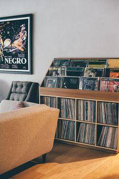 Record Shelf Mais