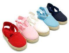 Tienda online de calzado infantil Okaaspain. Alpargata de lona con cintas tipo valenciana para niñas. Diseño y Calidad al mejor precio hecho en España. Envíos gratis en 24,48 horas laborables.