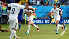 Diego Godin (C) of Uruguay celebrates scoring
