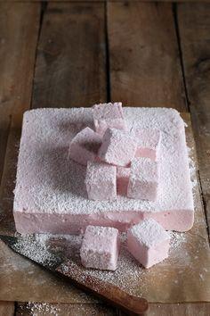 Marshmallow alla fragola - Marshmallow fatto in casa - Home made strawberry marshmallow