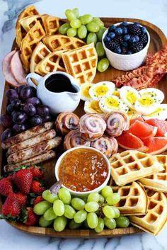 Breakfast Platter, Breakfast Buffet, Breakfast For Kids, Mother's Day Breakfast, Yummy Breakfast Ideas, Breakfast Party Foods, Breakfast Items, Charcuterie Recipes, Charcuterie Board