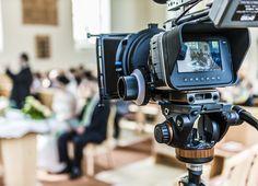 Neben der Fotografie bieten wir auch die Erstellung von Hochzeitsfilmen an.