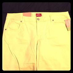 Merona Yellow Capris Never worn, still has tags. Yellow linen like material. Capris, straight leg Merona Pants Capris