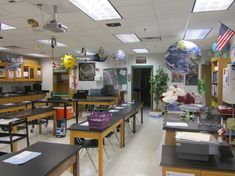 Creative science Classroom decorations. Who wouldn't want to learn science in this classroom?