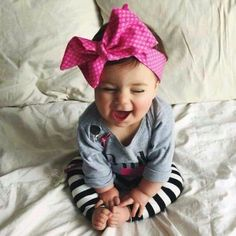 Oh my gosh! My baby girl needs one of these! So Cute Baby, Baby Kind, Cute Kids, Cute Babies, Outfits Niños, Kids Outfits, My Baby Girl, Baby Girl Head Bands, Beautiful Children