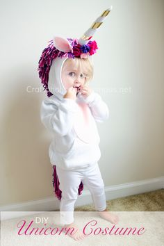 DIY Unicorn Costume for Halloween. Kids will love how comfy and warm it is! Love the thick mane and tail. Alysons Halloween costume this year! Creative Baby Costumes, Best Toddler Halloween Costumes, Theme Halloween, Homemade Halloween Costumes, Cute Halloween, Halloween Crafts, Homemade Toddler Costumes, Toddler Girl Halloween Costumes, Unicorn Halloween Costume
