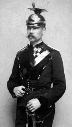 Hornblæser Vilhelm Dræby i Livjægerkorpsets uniform omkr. 1885. Livjægerkorpset var datidens hjemmeværn, som Dræby formentlig er gået ind i efter tjenesten i hæren.(Foto: Det Kgl. Bibliotek)