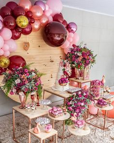 A imagem pode conter: flor e área interna Engagement Party Decorations, Balloon Decorations, Birthday Party Decorations, Party Themes, Deco Buffet, Candy Bar Party, 18th Birthday Party, Its My Bday, Event Decor